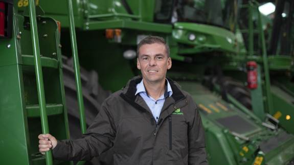 Semler Agro og Søllested Maskinforretning er ikke blevet enige om en aftale om John Deere-salg i fremtiden, og nu leder Semler Agro efter et nyt domicil på Lolland-Falster. Det er helt afgørende, at vi fortsat er tæt på kunderne, siger Semler Agros direktør.
