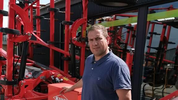 Maskinbranchen er på mange måder i opbrud, og der sker hele tiden ændringer. Nu melder Traktorgården Give ud, at man sadler om og stopper som Deutz-Fahr forhandler. Samtidigt nedlægger forretningen sin filial i Krogager.