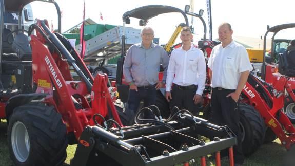 Efter ni års fravær er Tahlers minilæssere tilbage på programmet hos Vestergaards Maskinservice. Siden sidst har læsserne blandt andet fået hydraulisk hæve/sænke-tag og ny motor.