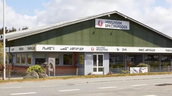 Vestjydsk Specialfoder i Vemb er blandt andet kendt for at have alt til kæledyr, men med to nye ejere ved roret vil de gerne endnu mere ud til landmændene og gerne være kendt i hele Jylland.