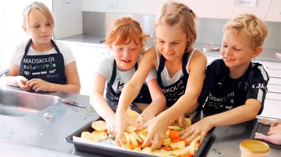 1.900 børn har i år deltaget på en af de over 100 madskoler, der fremmer madforståelsen og sociale færdigheder.