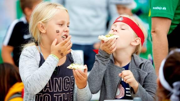 Tag på bæredygtighedsskattejagt, smag på nye råvarer eller lær at trylle madrester om til lækre måltider, når Arla igen i år afholder madfestival for børn og barnlige sjæle. Særligt bæredygtige madvaner er på menuen ved dette års Arla Food Fest, der blandt andet kan opleves i Aarhus fra den 6.-8. september.