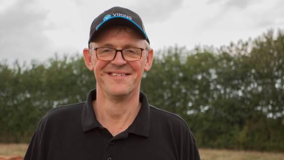 Lars Iversens kvægbrug er blevet rustet bedre til fremtiden af myndighedskrav til dyrevelfærd og miljø.