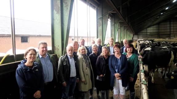 SLF – Sønderjysk Landboforening inviterede forleden en række lokale Folketings- og EU-politikere en tur på landet, hvor landbruget fik mulighed for at gøre politikerne opmærksomme på de rammebetingelser, der udfordrer erhvervets vilkår