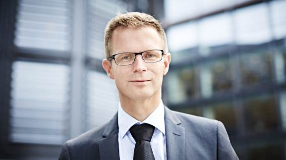 Transportsektoren i Danmark skal være grønnere og arbejdsforholdene skal være i orden, lyder det fra minister.