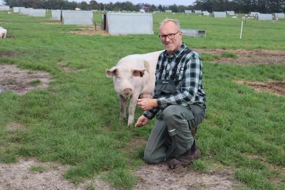 Økolandmand Nicolaj Pedersen mener, at EU-støttemidler i mindre grad bør kunne søges af den enkelte landmand.