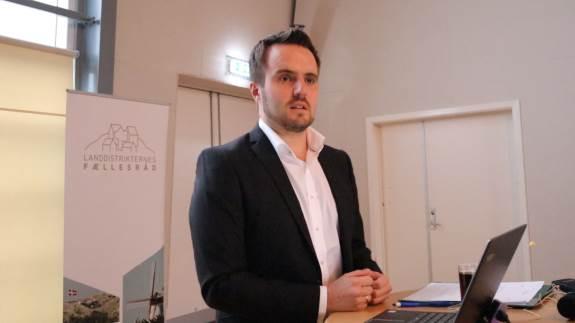 Der var vilje til smidigere sagsbehandling og en løsning på kreditudfordringer for LAG-midlerne, da erhvervsminister Simon Kollerup (S) gæstede landsbytopmøde