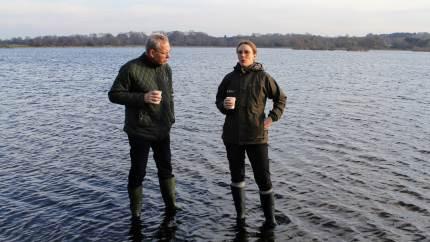 Miljøminister Lea Wermelin (S) fik i går præsenteret et eksempel på jordfordeling i Vipperød på Sjælland. L&F-formand Martin Merrild var også med, og han opfordrer til, at der snart for alvor kommer skub i jordfordelingerne over hele landet.