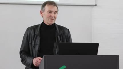 Ulrich Kern-Hansen har siden 1994 produceret kød og pålæg igennem virksomheden Hanegal, men ser ingen fremtid for kødproduktion. Derfor opfordrede han forleden Agri Nords økologer til at dyrke protein via ærter og hestebønner, som han selv vil forarbejde i et nyt firma.