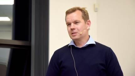 Det er ikke nok, at en investering kun gavner produktionen. Den skal også gavne økonomien, siger Anders Harck, som er en af talerne til Landbrugskonferencen i Silkeborg.