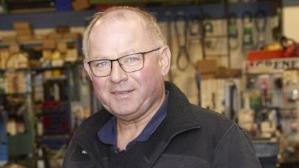 Som en af de første fik Finn Aagesen øjnene op for alle kvaliteterne ved en minilæsser som hjælp til arbejdet i stalden, og nu er det 25 år siden, han og virksomheden Farsø Maskinhandel A/S fik forhandlingen af Schäffer læssemaskiner.