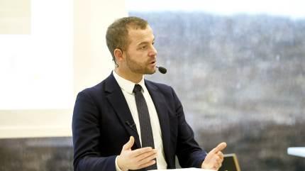 Den radikale leder, Morten Østergaard, måtte forsvare det politiske forlig om fremrykning af målrettede efterafgrøder, da han forleden mødte kritiske landmænd hos Sydvestjysk Landboforening hos Sagro i Esbjerg