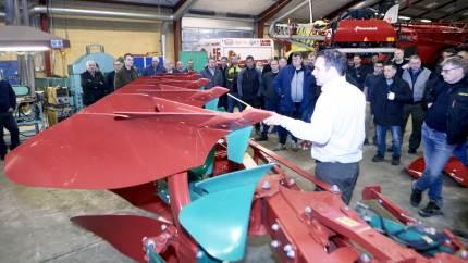 65 landmænd var mødt frem ved Kverneland-arrangementet hos John Madsen i Tommerup for at få tip til pløjearbejdet.