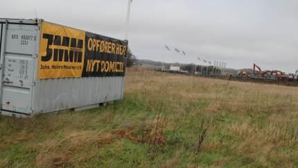 Der er godt gang i byggeriet ud til motorvejen på Symbiosen i Rønnede, hvor AB Lauridsen Maskiner snart får selskab af Johs. Møller Maskiner.