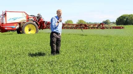 Landmænd har nu mulighed for at tage det lovpligtige sprøjtecertifikat med bare fem dage på skolebænken.
