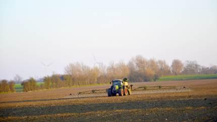 Dansk landbrug har meget at byde på når det gælder om at flytte verden i en mere bæredygtig retning. Men i en tid, hvor debatten mest af alt handler om klimakrise, og landbruget er udnævnt som klimasynder, kan det være svært at få øje på, hvad bæredygtighed også er. Og det er en skam.