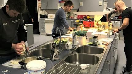 Norddjurs LandboUngdom satte klimavenlig mad på menuen til madlavningsarrangement.