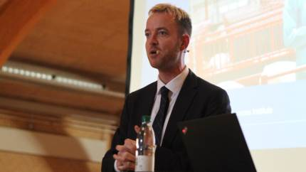 Resten af verden kan lære meget af dansk landbrug, fastslog Esben Lunde Larsen på LVK's årsmøde. Men der er stadig masser at optimere på i et marked, hvor klimafokus og proteinmangel skal gå op.