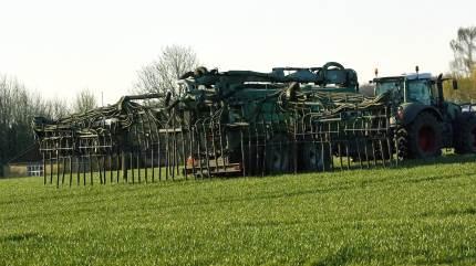 Undersøgelser viser, at man med gylle som en del af kvælstofkilden slider mindre på kløverandelen i marken end med ren handelsgødning.
