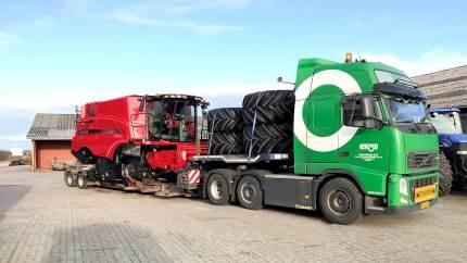 Den store odenseanske transportvirksomhed Poul Schou har konstant fem-seks maskintransporter på landevejene. Og i højsæsonerne fordobles kapaciteten.