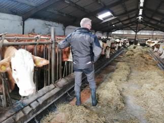I Hornsherred driver familien Olsen, med far Erik og sønnen Jeppe i spidsen, Venslev Maskinstation og eget landbrug med planteavl og kødkvæg.