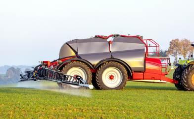Gammeleje Gods på Vestlolland har for nylig købt en ny Horsch 12.000 liters trailersprøjte til båndsprøjtning.