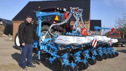Maskinstationen Holebæk Landbrug er klar med ny Monosem såmaskine fra Haarby Smedie til den forestående majssæson.