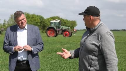 Minister for fødevarer, fiskeri og ligestilling, Mogens Jensen besøgte forleden Anders Rahbek ved Hammerum nær Herning, for at se på præcisionslandbrug