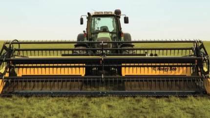 Johs. Mertz tilbyder specielt 21 fod skårlæggerbord fra Honey Bee, der monteres direkte på traktoren.