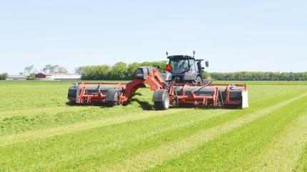 Maskinhandler Indkøbsringen (MI) har netop afsluttet deres KUHN Grass Machines Roadshow. Det var velbesøgt af maskinstationer og bedrifter med interesse i græs. MI anslår der har været mellem 300-400 besøgende på turen gennem Danmark.