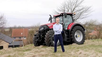 S. D. Kjærsgaard er idømt en bøde på 100.000 kroner for at have bestukket den kommunale topchef i Aarhus Kommune, skriver Aarhus Stiftstidende.