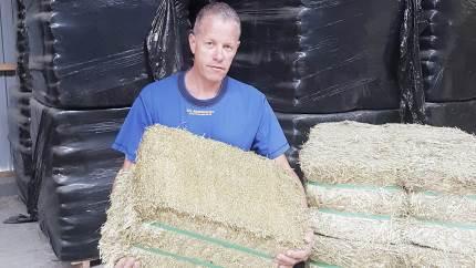 For at kunne levere Danmarks bedste havrehø og andre grovfoderprodukter til heste, anbefaler Søren Traberg Vestergaard, Knardrupgaard i Stenløse, nu en crimper med gummivalser.