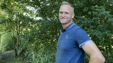 Før sked de ned ad væggen og gylpede på gulvet, nu har to redekasser gjort tårnfalkene hos Jørn Ivar Mikkelsen til økologiske skadedyrsbekæmpere uden gener.