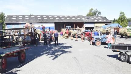 Der var stort fremmøde af interesserede, da Motor og Veterantraktor Klubben Fyn lørdag den 1. august holdt tærskedag i Øster Hæsinge.