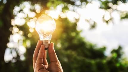 Det er nok de færreste, som har det fulde overblik over strømforbruget i hverdagen. Det kan måske endda virke som en uoverskuelig opgave at finde frem til de største strømslugere i hjemmet, men faktisk skal der ikke meget til. I første omgang er det vigtigste at skabe sig et overblik.