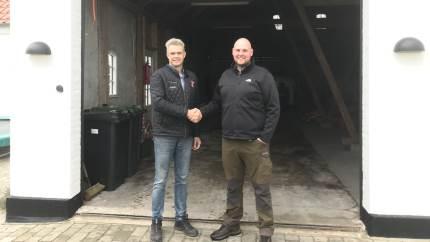 Gårdejer Jacob Ladefoged i Ho ved Blåvand købte den nye Valtra G 125 EV helt ubeset, men glæder sig til at få traktoren leveret og taget i brug