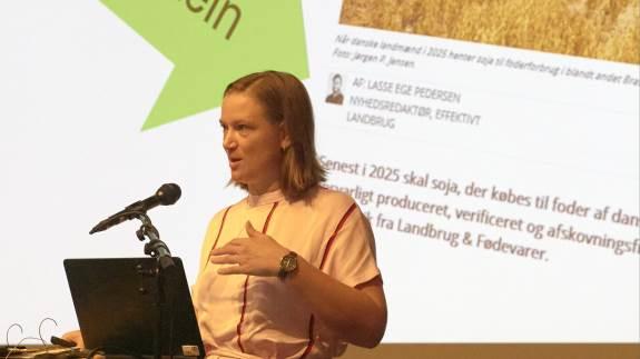Fodringsdagen i Herning blev indledt med en opfordring fra Seges Kvæg til at tænke på klimaet. Blandt andet ved at sænke råproteinindholdet i foderrationen for at reducere udledningen af ammoniak fra køerne.