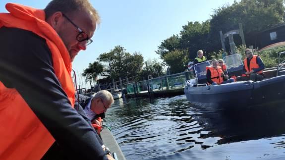 Landbrug & Fødevarer inviterede Dansk Folkepartis miljøordfører René Christensen med en tur ud i Karrebæk Fjord, hvor der er masser af ålegræs.
