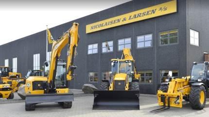 Servicemontørerne hos Nicolaisen & Larsen A/S har travlt, og det har de efterhånden haft i mange år – også i 2020 på trods af corona, hvor de alle har ydet og leveret en ekstraordinær indsats omkring den høje service af alle typer JCB maskiner, som virksomheden er kendt for.