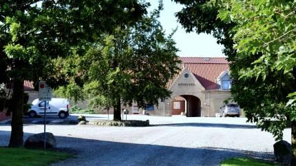 Fynsk storlandbrug med årlig produktion på cirka 100.000 smågrise, over 85.000 slagtesvin og samlet markdrift på over 1.000 hektar jord er solgt. Køberen af landbruget er familien Rauff Hansen melder Landbrugsavisen.