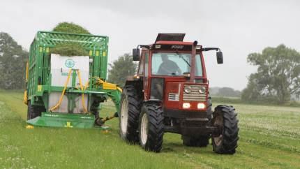 MaksiGrass on Tour 2020 giver mulighed for indblik i de mange muligheder og fordele, der er i kvægfodring med frisk græs hos både økologiske som konventionelle bedrifter – i denne og næste uge kan MaksiGrass ses og opleves ved demonstrationer i Højer, Nr. Snede og Skjern.
