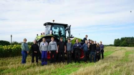 En unik traktor skal sikre elevernes viden om den nyeste teknologi på Jordbrugets UddannelsesCenter Århus.