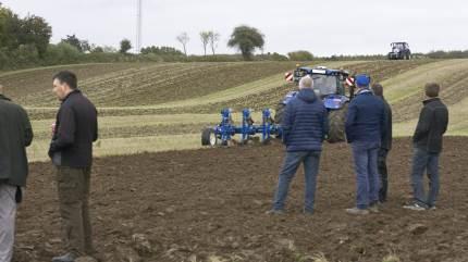 Ved et arrangement hos Egebjerg Smedie blev ny traktorteknologi vist i marken.