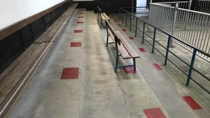 Corona-restriktioner på Husdyrauktionen i Brørup. I lighed med krav om brug af mundbind i butikker og butikscentre, er der indført krav om brug af mundbind ved ophold i alle indendørs haller tilknyttet Brørup Husdyrauktion.