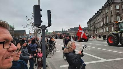 Torben Povlsen glæder sig over den overvældende opbakning til produktionsdanmark ved demonstrationerne forrige lørdag. Han var selv på talerstolen ved Langelinie.