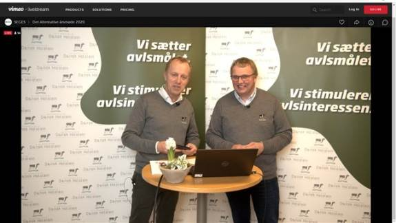 Beretningerne blev aflagt foran et kamera og sendt direkte ud til 175 lyttende deltagere, da avlsforeningen Dansk Holstein livestreamede deres årsmøde for nylig.
