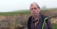 """Næstformanden i Danske Vandløb, Ib W. Jensen, kæmper videre for, at der skal tages i hvert fald 6.000 kilometer vandløb ud af vandplanerne. Her svarer han indledningsvis på spørgsmålet om, han kan forstå, at der er nogle der gerne vil have næsten alle de danske vandløb med i de europæiske vandplaner, som skal sikre """"god økologisk tilstand."""""""