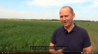 Niels Kjær Tvedegaard, nord for Randers, har et godt forhold til sine konventionelle landmandsnaboer. Men på internettet og Facebook får piben en helt anden lyd, når debatten drejer ind på emner såsom økologi, pesticider, grundvand og andre ting som er i berøring med landbruget.