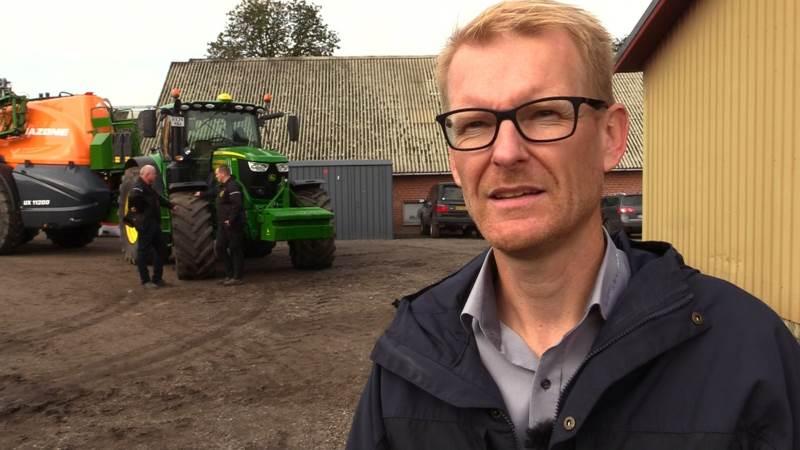 Søren Thomasen fra Semler Agro fortæller, at brændstofgarantien medfører en bonus på to gange forskellen, hvis du formår at holde dit brændstofforbrug under normen i det første år. Du vil derimod få en kompensation på én-til-én for merforbruget, hvis det overstiger normen.