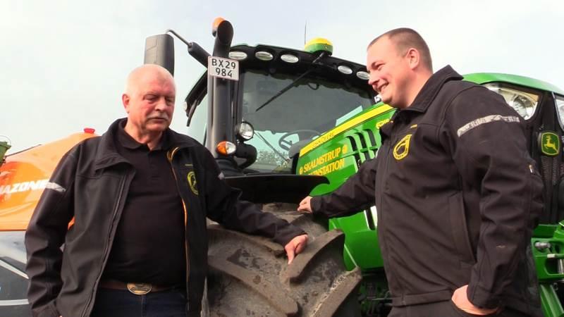 Henrik og Jonas Simonsen er begejstrede for den brændstofgaranti, som sikrede dem godt 14.000 kroner plus moms sidste år.